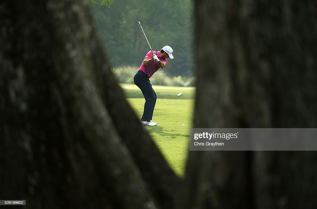 <a gi-track='captionPersonalityLinkClicked' href=/galleries/search?phrase=Jason+Day+-+Golfer&family=editorial&specificpeople=4534484 ng-click='$event.stopPropagation()'>Jason Day</a> of Australia takes his shot on the fourth hole during the second round of the Zurich Classic of New Orleans at TPC Louisiana on April 29, 2016 in Avondale, Louisiana.