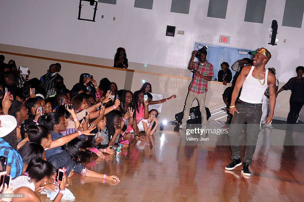 <a gi-track='captionPersonalityLinkClicked' href=/galleries/search?phrase=Jason+Derulo&family=editorial&specificpeople=5745869 ng-click='$event.stopPropagation()'>Jason Derulo</a> appears and performs for his fans during a students Talent Show at William H. Turner Technical Arts High School's on January 31, 2013 in Miami, Florida.
