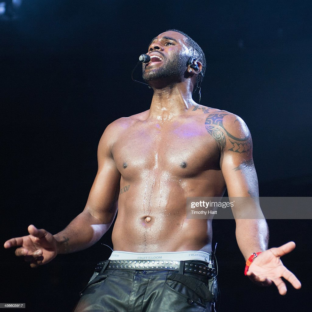 <a gi-track='captionPersonalityLinkClicked' href=/galleries/search?phrase=Jason+Derulo&family=editorial&specificpeople=5745869 ng-click='$event.stopPropagation()'>Jason Derulo</a> performs during the B96 Pepsi Jingle Bash at Allstate Arena on December 14, 2013 in Chicago, Illinois.