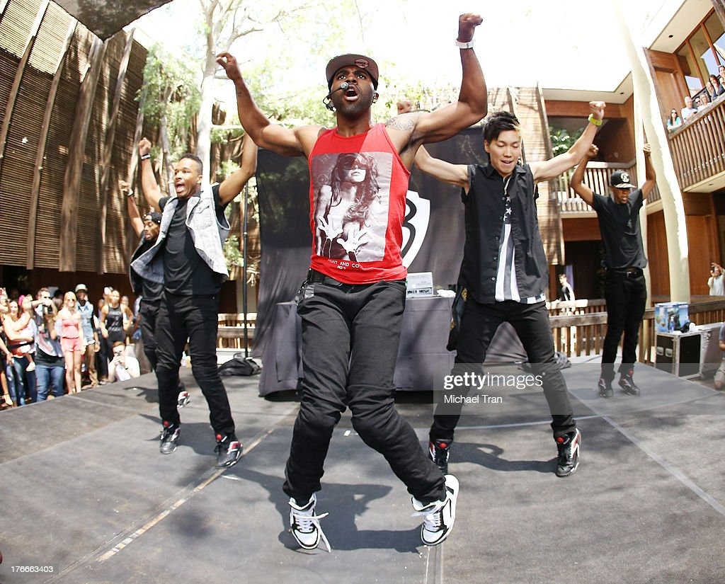 <a gi-track='captionPersonalityLinkClicked' href=/galleries/search?phrase=Jason+Derulo&family=editorial&specificpeople=5745869 ng-click='$event.stopPropagation()'>Jason Derulo</a> (red) performs onstage at the Warner Bros. Records Summer Sessions held at Warner Bros. Records outdoor patio on August 16, 2013 in Burbank, California.