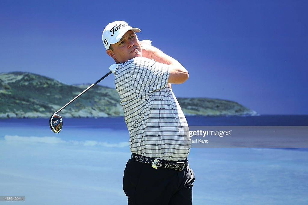 <a gi-track='captionPersonalityLinkClicked' href=/galleries/search?phrase=Jason+Dufner&family=editorial&specificpeople=561651 ng-click='$event.stopPropagation()'>Jason Dufner</a> of the United States watches his tee shot on the 15th hole during the 2014 Perth International Pro-Am at Lake Karrinyup Country Club on October 22, 2014 in Perth, Australia.