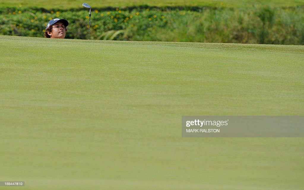 Jason Dufner of the US plays from the bunker at the 15th hole before finishing tied for second during the WGC-HSBC Champions tournament held on the Olazabal Course at the Mission Hill Golf Club in Dongguan on November 4, 2012. Els finished on 19 under par. AFP PHOTO/Mark RALSTON