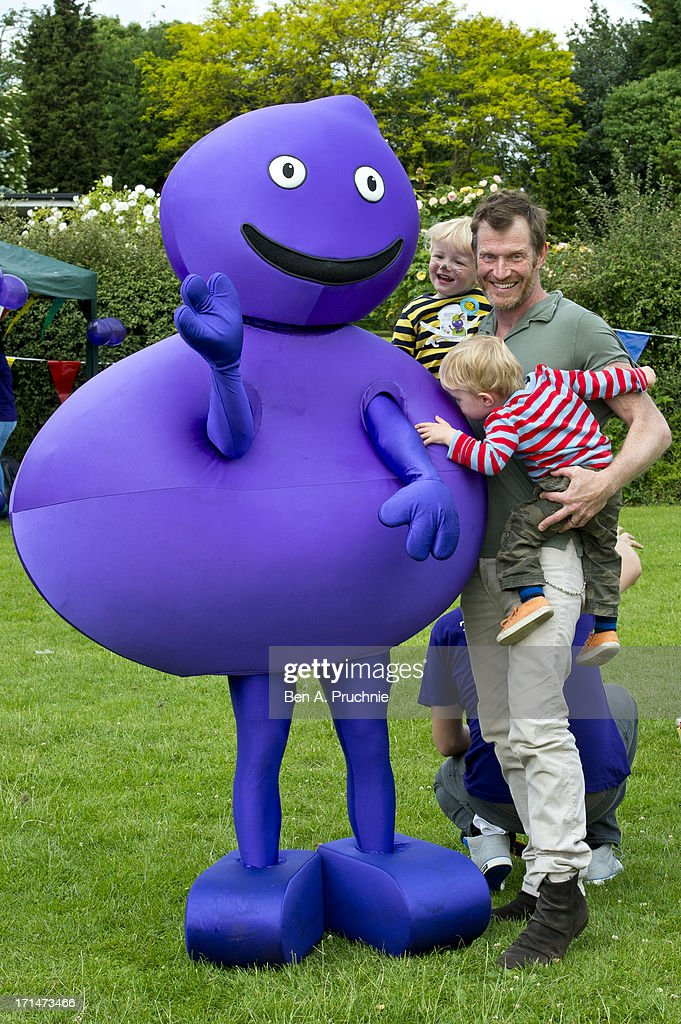 Jason Flemyng and his children Noah and Cassius attend a photocall to launch The Big Toddle at Dulwich Park on June 25, 2013 in London, England.