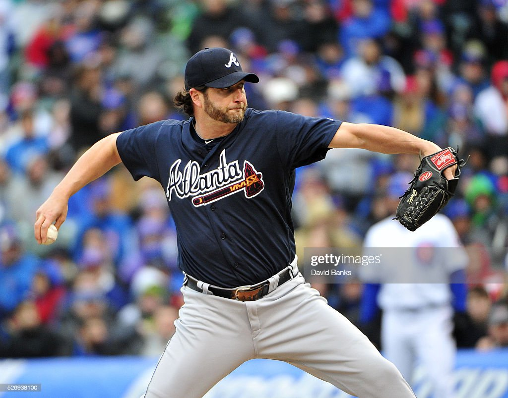 Jason Grilli #39 of the Atlanta Braves pitches against the Chicago Cubs during the tenth inning on May 1, 2016 at Wrigley Field in Chicago, Illinois. The Braves won 4-3 in ten innings.