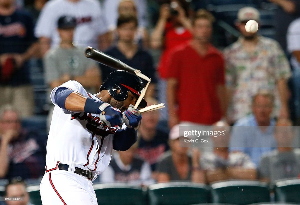 <a gi-track='captionPersonalityLinkClicked' href=/galleries/search?phrase=Jason+Heyward&family=editorial&specificpeople=5043351 ng-click='$event.stopPropagation()'>Jason Heyward</a> #22 of the Atlanta Braves breaks his bat as he fouls off a ball in the 10th inning against the Minnesota Twins at Turner Field on May 21, 2013 in Atlanta, Georgia.