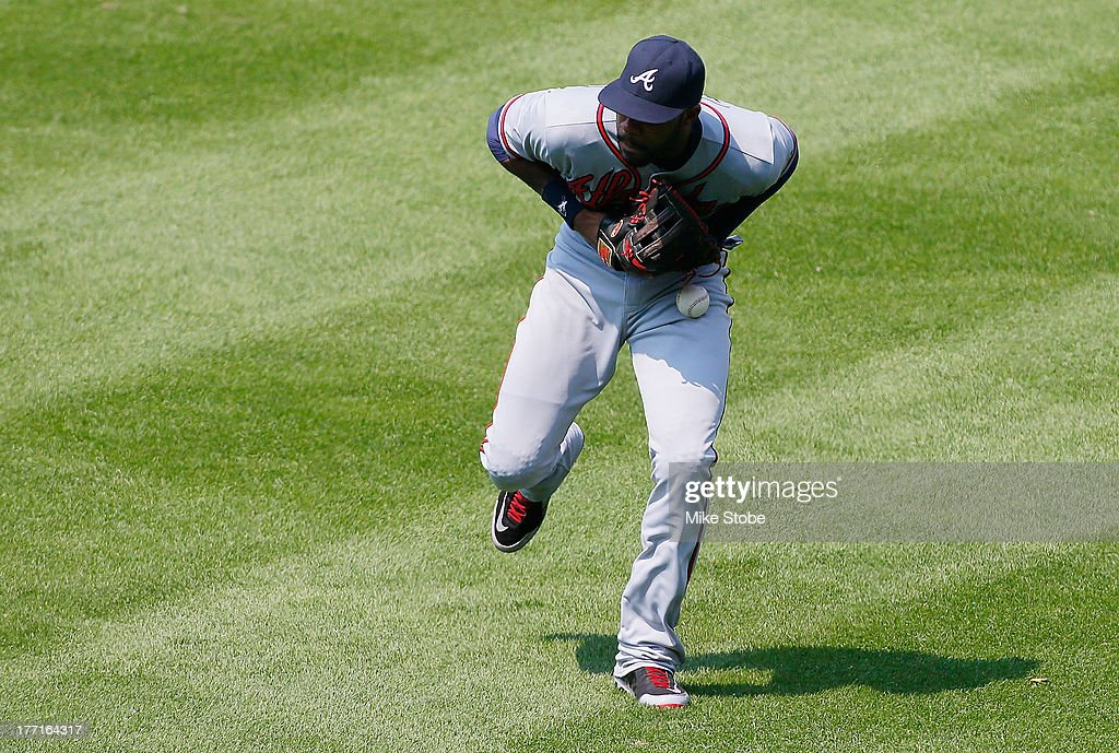 <a gi-track='captionPersonalityLinkClicked' href=/galleries/search?phrase=Jason+Heyward&family=editorial&specificpeople=5043351 ng-click='$event.stopPropagation()'>Jason Heyward</a> #22 of the Atlanta Braves drops a ball resulting in a double for Juan Lagares #12 of the New York Mets in the fifth inning at Citi Field on August 21, 2013 at Citi Field in the Flushing neighborhood of the Queens borough of New York City.