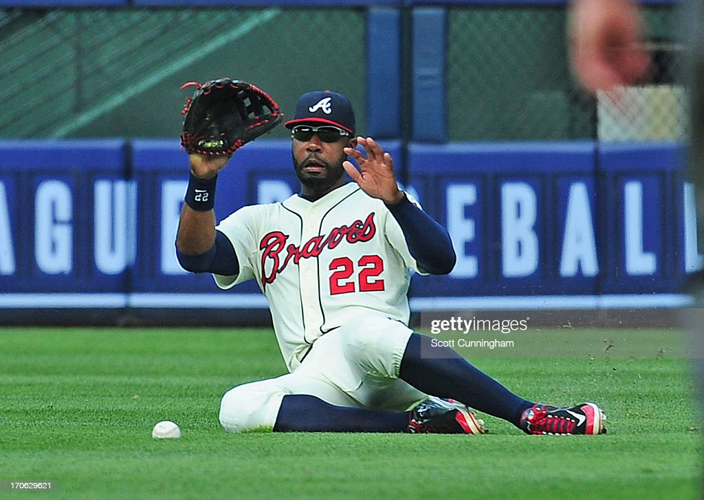 <a gi-track='captionPersonalityLinkClicked' href=/galleries/search?phrase=Jason+Heyward&family=editorial&specificpeople=5043351 ng-click='$event.stopPropagation()'>Jason Heyward</a> #22 of the Atlanta Braves is unable to make a catch against the San Francisco Giants at Turner Field on June 15, 2013 in Atlanta, Georgia.