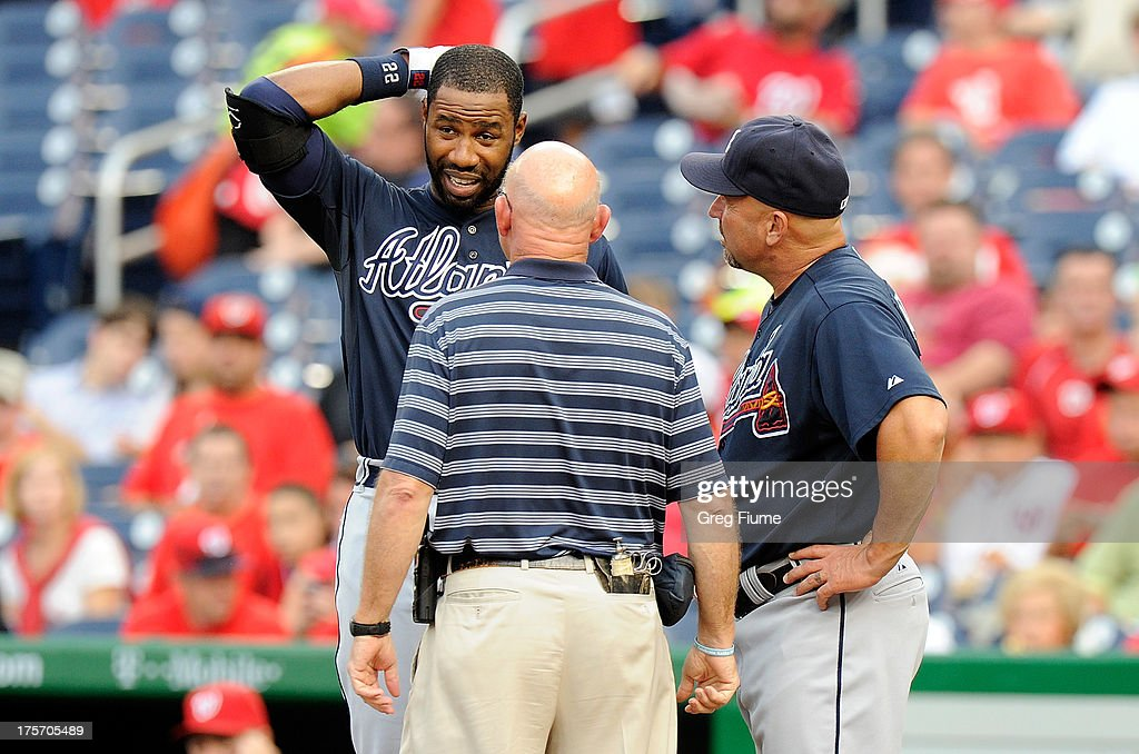 <a gi-track='captionPersonalityLinkClicked' href=/galleries/search?phrase=Jason+Heyward&family=editorial&specificpeople=5043351 ng-click='$event.stopPropagation()'>Jason Heyward</a> #22 of the Atlanta Braves talks with manager <a gi-track='captionPersonalityLinkClicked' href=/galleries/search?phrase=Fredi+Gonzalez&family=editorial&specificpeople=686896 ng-click='$event.stopPropagation()'>Fredi Gonzalez</a> #33 and the Braves trainer after injuring himself in the first inning against the Washington Nationals at Nationals Park on August 6, 2013 in Washington, DC. Heyward left the game in the bottom of the first inning.