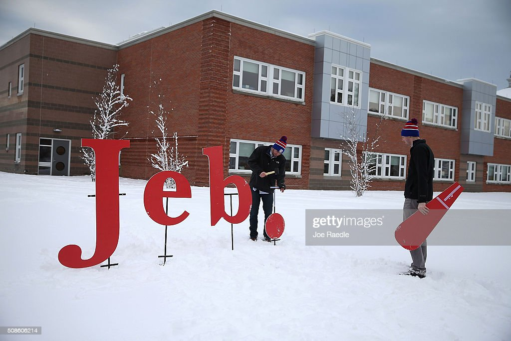 Jason Hummert (L) and Drew Stroemple put up a Jeb! campaign sign outside of the venue where Republican presidential candidate former Florida Governor Jeb Bush is scheduled to hold a town hall at the Abbot-Downing school on February 5, 2016 in Concord, New Hampshire. Democratic and Republican Presidential candidates are stumping for votes throughout New Hampshire leading up to the Presidential Primary on February 9th.