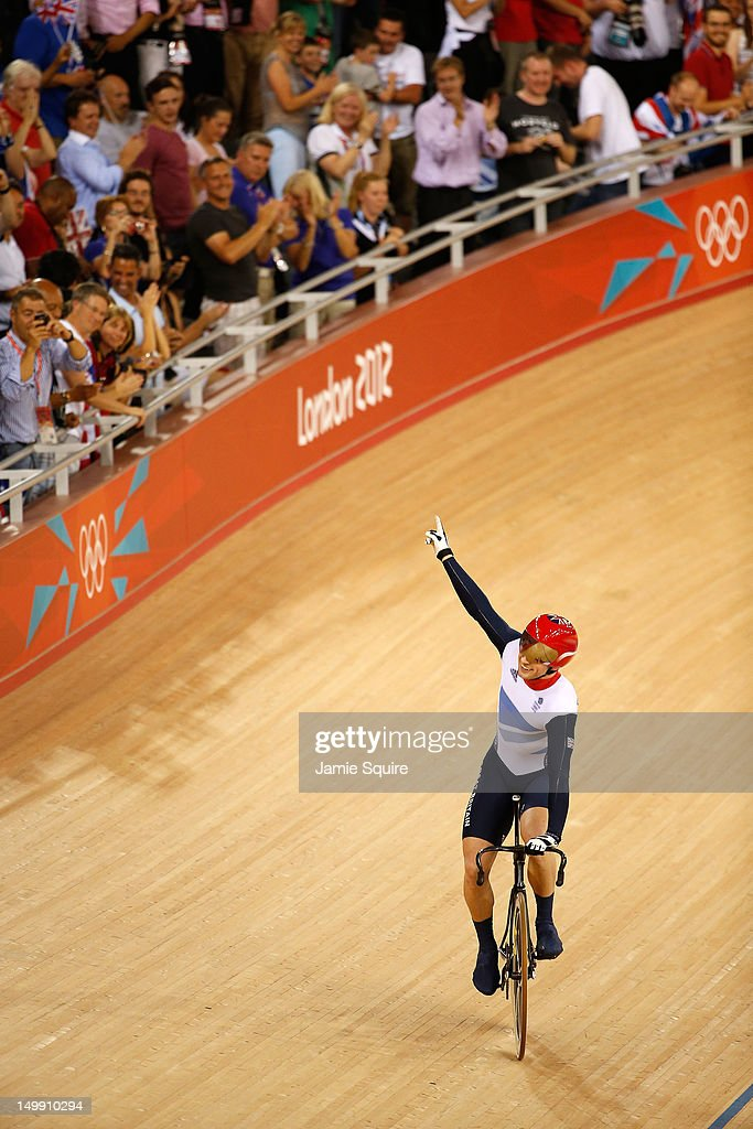 <a gi-track='captionPersonalityLinkClicked' href=/galleries/search?phrase=Jason+Kenny&family=editorial&specificpeople=4167086 ng-click='$event.stopPropagation()'>Jason Kenny</a> of Great Britain celebrates winning the second heat against Gregory Bauge of France during the Men's Sprint Track Cycling Final and winning gold on Day 10 of the London 2012 Olympic Games at Velodrome on August 6, 2012 in London, England.