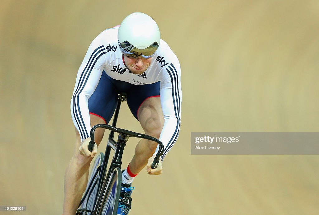 <a gi-track='captionPersonalityLinkClicked' href=/galleries/search?phrase=Jason+Kenny&family=editorial&specificpeople=4167086 ng-click='$event.stopPropagation()'>Jason Kenny</a> of the Great Britain Cycling Team competes in the Men's Sprint Qualifying during Day Four of the UCI Track Cycling World Championships at the National Velodrome on February 21, 2015 in Paris, France.