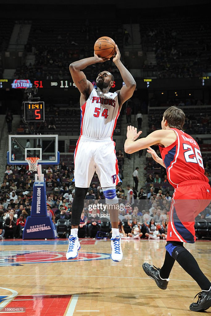 <a gi-track='captionPersonalityLinkClicked' href=/galleries/search?phrase=Jason+Maxiell&family=editorial&specificpeople=651723 ng-click='$event.stopPropagation()'>Jason Maxiell</a> #54 of the Detroit Pistons shoots against <a gi-track='captionPersonalityLinkClicked' href=/galleries/search?phrase=Kyle+Korver&family=editorial&specificpeople=202504 ng-click='$event.stopPropagation()'>Kyle Korver</a> #26 of the Atlanta Hawks on January 4, 2013 at The Palace of Auburn Hills in Auburn Hills, Michigan.