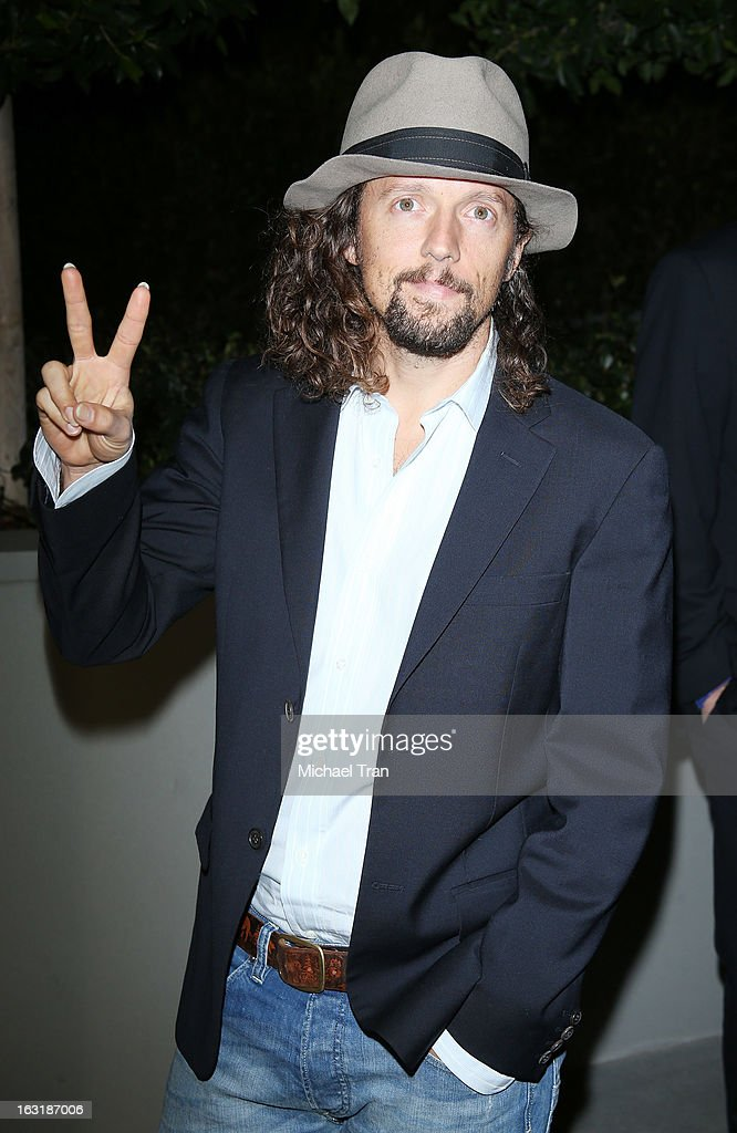 <a gi-track='captionPersonalityLinkClicked' href=/galleries/search?phrase=Jason+Mraz&family=editorial&specificpeople=206684 ng-click='$event.stopPropagation()'>Jason Mraz</a> arrives at the 2nd annual an Evening of Environmental Excellence Gala held at a private residence on March 5, 2013 in Beverly Hills, California.
