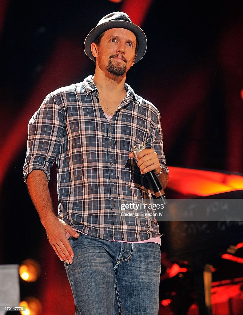Jason Mraz performs at LP Field during the 2013 CMA Music Festival on June 7, 2013 in Nashville, Tennessee.