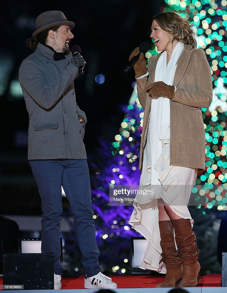 Jason Mraz (L) sings a duet with Colbie Caillat during the annual lighting of the National Christmas tree on December 6, 2012 in Washington, DC. This year is the 90th annual National Christmas Tree Lighting Ceremony.