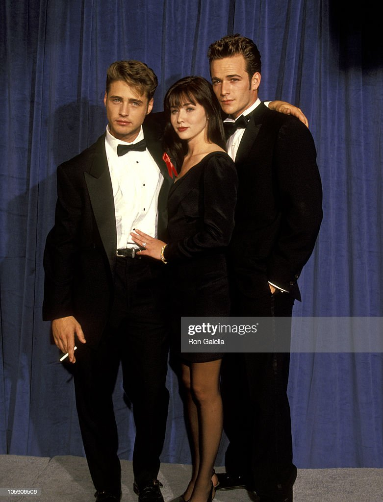 <a gi-track='captionPersonalityLinkClicked' href=/galleries/search?phrase=Jason+Priestley&family=editorial&specificpeople=208687 ng-click='$event.stopPropagation()'>Jason Priestley</a>, <a gi-track='captionPersonalityLinkClicked' href=/galleries/search?phrase=Shannen+Doherty&family=editorial&specificpeople=208130 ng-click='$event.stopPropagation()'>Shannen Doherty</a> and <a gi-track='captionPersonalityLinkClicked' href=/galleries/search?phrase=Luke+Perry&family=editorial&specificpeople=171633 ng-click='$event.stopPropagation()'>Luke Perry</a> during 43rd Annual Primetime Emmy Awards - Arrivals at Pasadena Civic Auditorium in Pasadena, California, United States.