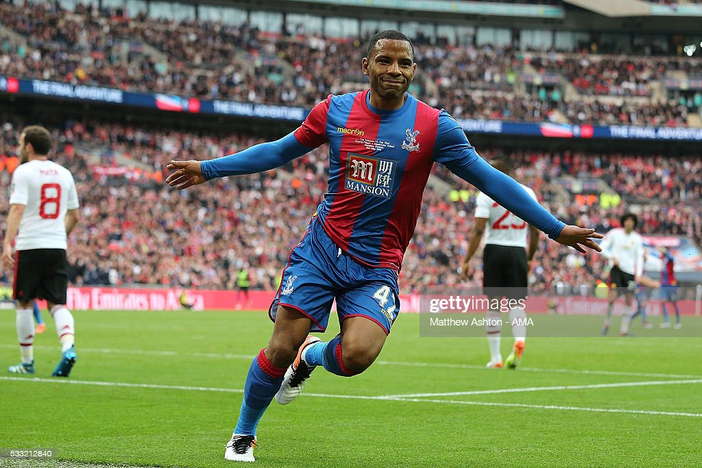 <a gi-track='captionPersonalityLinkClicked' href=/galleries/search?phrase=Jason+Puncheon&family=editorial&specificpeople=747694 ng-click='$event.stopPropagation()'>Jason Puncheon</a> of Crystal Palace celebrates scoring a goal to make the score 1-0 during The Emirates FA Cup final match between Manchester United and Crystal Palace at Wembley Stadium on May 21, 2016 in London, England.