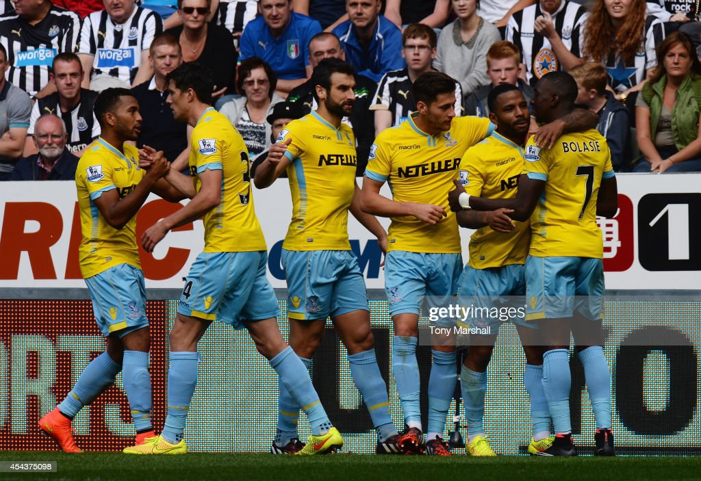 <a gi-track='captionPersonalityLinkClicked' href=/galleries/search?phrase=Jason+Puncheon&family=editorial&specificpeople=747694 ng-click='$event.stopPropagation()'>Jason Puncheon</a> of Crystal Palace celebrates scoring their second goal with team mates during the Barclays Premier League match between Newcastle United and Crystal Palace at St James' Park on August 30, 2014 in Newcastle upon Tyne, England.