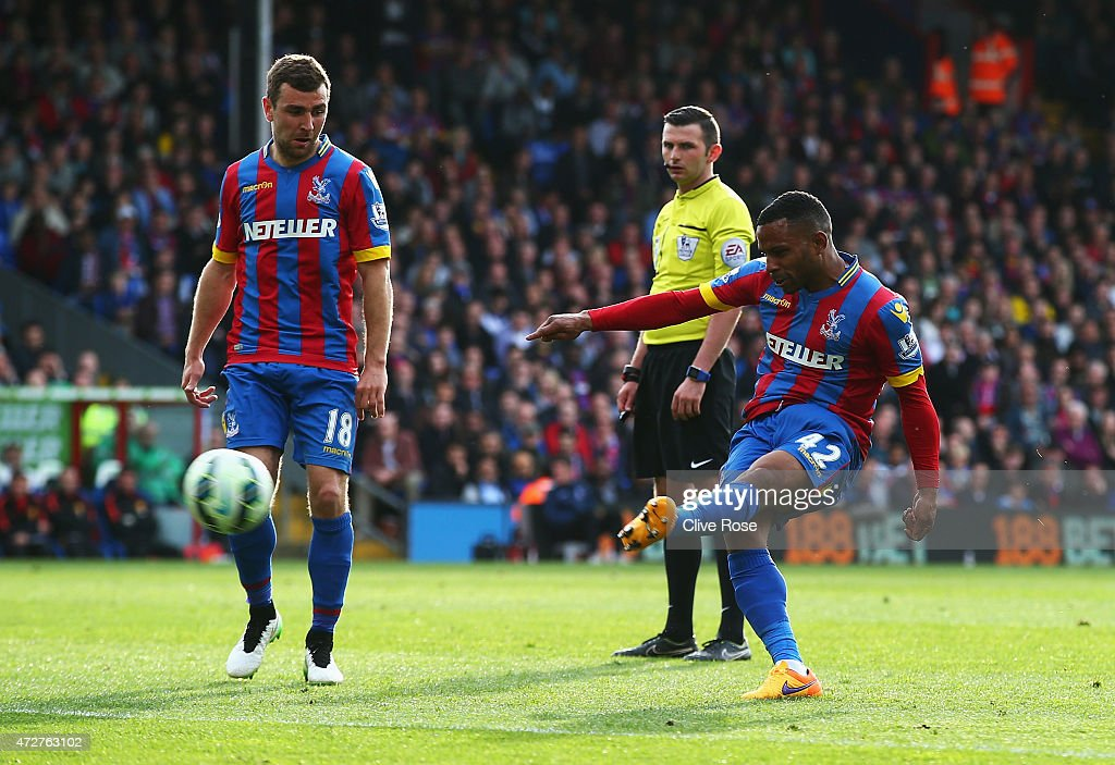 <a gi-track='captionPersonalityLinkClicked' href=/galleries/search?phrase=Jason+Puncheon&family=editorial&specificpeople=747694 ng-click='$event.stopPropagation()'>Jason Puncheon</a> of Crystal Palace scores his team's first goal during the Barclays Premier League match between Crystal Palace and Manchester United at Selhurst Park on May 9, 2015 in London, England.