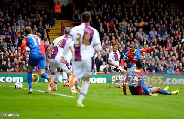 Jason Puncheon of Crystal Palace scores their first goal during the Barclays Premier League match between Crystal Palace and Aston Villa at Selhurst...