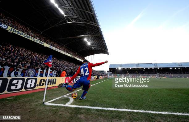 Jason Puncheon of Crystal Palace takes a corner kick during the Premier League match between Crystal Palace and Sunderland at Selhurst Park on...