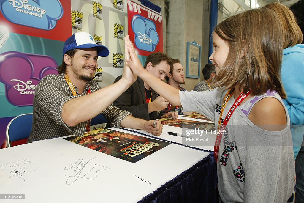 ANIMATION - Jason Ritter, Michael Rianda (creative director, 'Gravity Falls') and Alex Hirsch (creator/executive producer, 'Gravity Falls') participate in an autograph signing at Comic-Con International in San Diego, Calif. (July 14). JASON RITTER, MICHAEL RIANDA (CREATIVE DIRECTOR, 'GRAVITY FALLS'), ALEX HIRSCH (CREATOR/EXECUTIVE PRODUCER, 'GRAVITY FALLS'), FAN