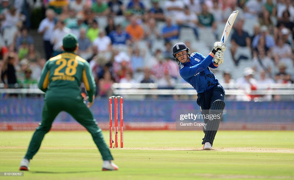 <a gi-track='captionPersonalityLinkClicked' href=/galleries/search?phrase=Jason+Roy+-+Giocatore+di+cricket&family=editorial&specificpeople=13892033 ng-click='$event.stopPropagation()'>Jason Roy</a> of England bats during the 5th Momentum ODI match between South Africa and England at Newlands Stadium on February 14, 2016 in Cape Town, South Africa.