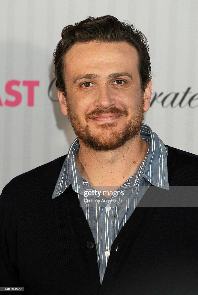 <a gi-track='captionPersonalityLinkClicked' href=/galleries/search?phrase=Jason+Segel&family=editorial&specificpeople=2220388 ng-click='$event.stopPropagation()'>Jason Segel</a> attends 'The Five-Year Engagement' Photocall (Fast verheiratet) at Hotel Park Hyatt on June 11, 2012 in Hamburg, Germany.