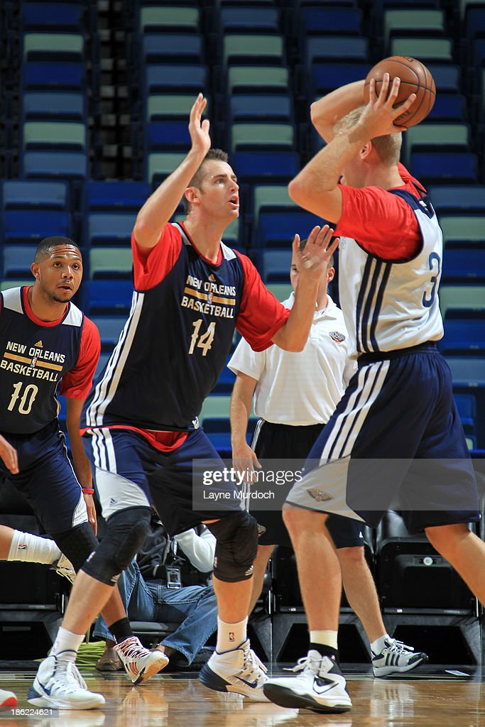 Jason Smith defends Greg Stiemsma of the New Orleans Pelicans during an open scrimmage on October 25 2013 at the New Orleans Arena in New Orleans...