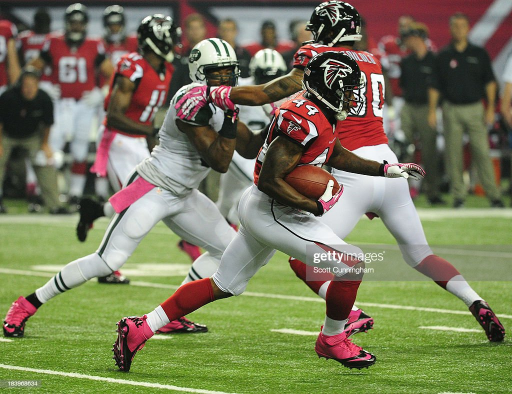 Jason Snelling of the Atlanta Falcons carries the ball against the New York Jets at the Georgia Dome on October 7 2013 in Atlanta Georgia