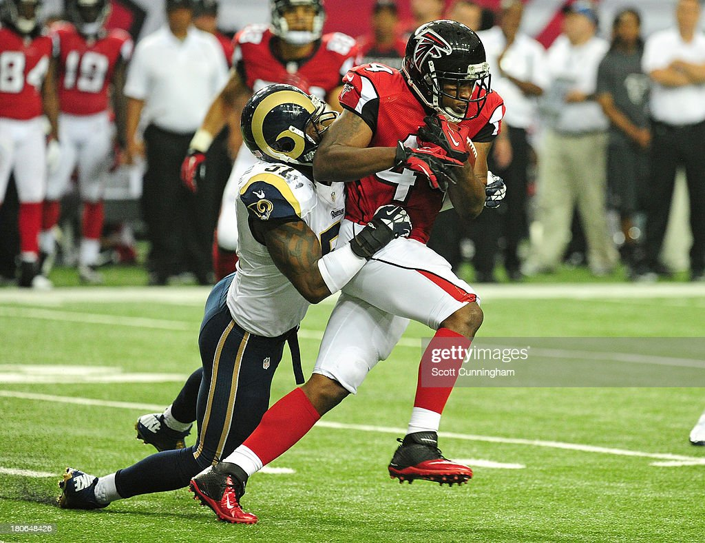 Jason Snelling #44 of the Atlanta Falcons carries the ball against Will Witherspoon #51 of the St. Louis Rams at the Georgia Dome on September 15, 2013 in Atlanta, Georgia.