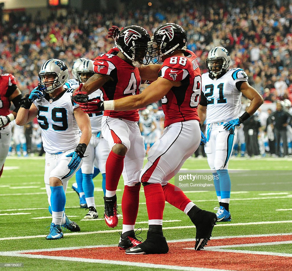 Jason Snelling of the Atlanta Falcons celebrates with Tony Gonzalez after scoring a first quarter touchdown against the Carolina Panthers at the...