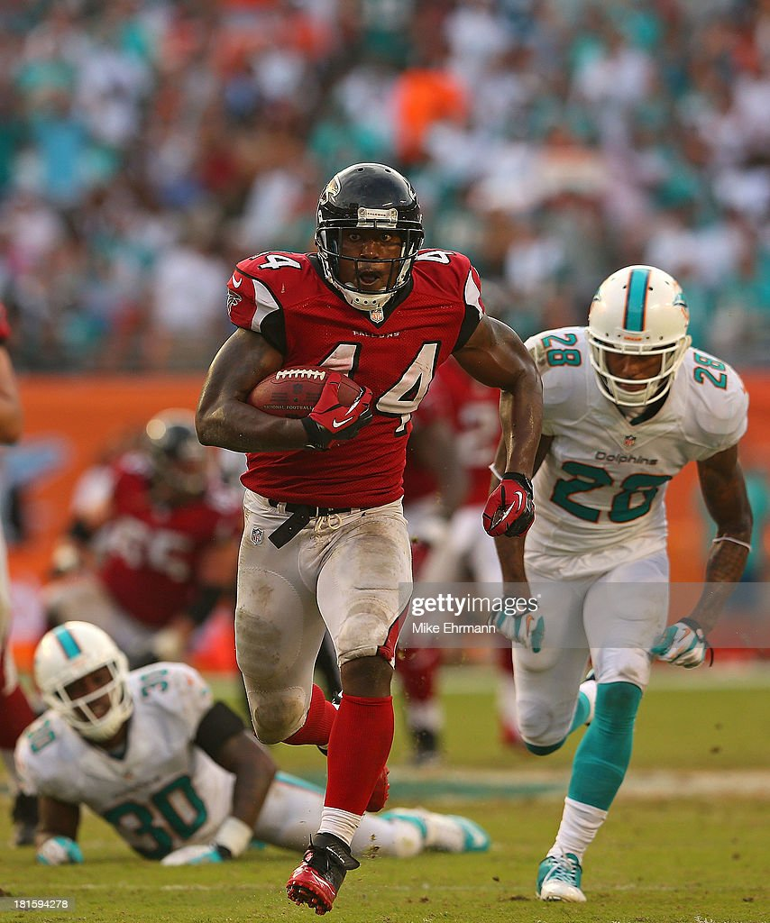 Jason Snelling of the Atlanta Falcons rushes during a game against the Miami Dolphins at Sun Life Stadium on September 22 2013 in Miami Gardens...
