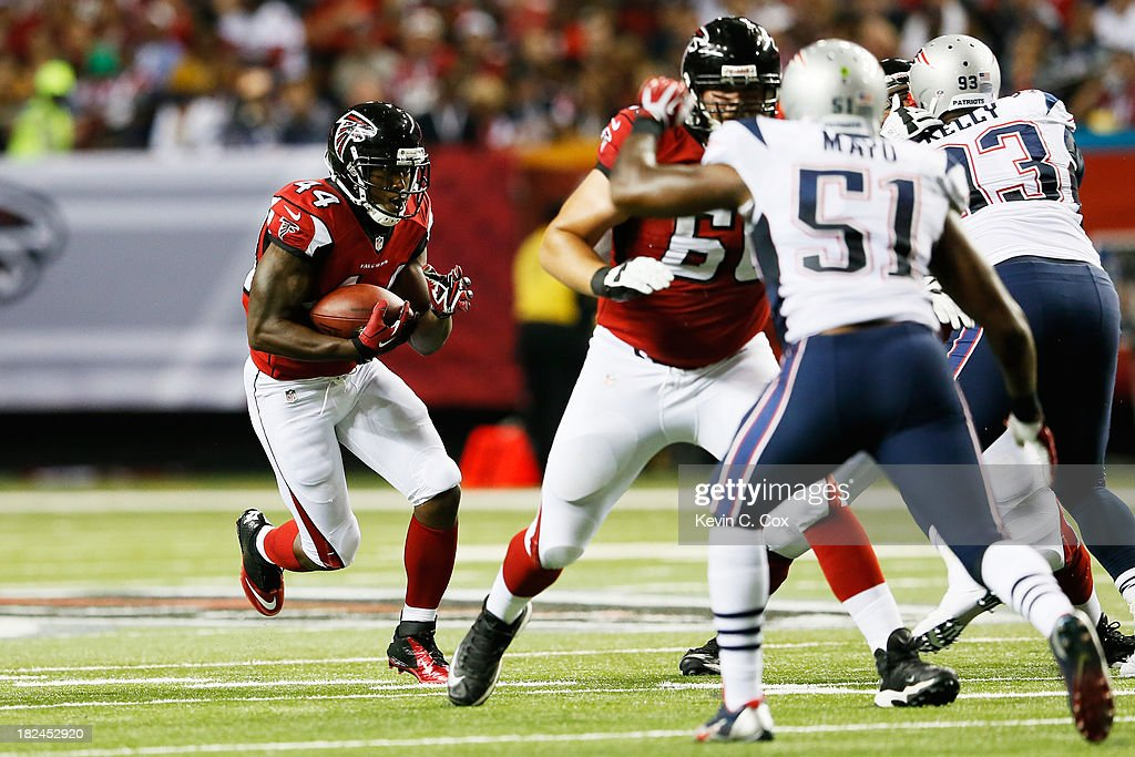 Jason Snelling of the bAtlanta Falcons carries the ball against the New England Patriots during the game at Georgia Dome on September 29 2013 in...