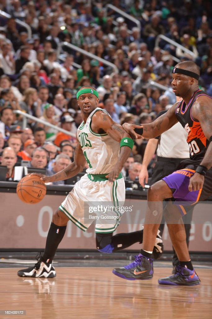 <a gi-track='captionPersonalityLinkClicked' href=/galleries/search?phrase=Jason+Terry&family=editorial&specificpeople=201734 ng-click='$event.stopPropagation()'>Jason Terry</a> #4 of the Boston Celtics drives against <a gi-track='captionPersonalityLinkClicked' href=/galleries/search?phrase=Jermaine+O%27Neal&family=editorial&specificpeople=201524 ng-click='$event.stopPropagation()'>Jermaine O'Neal</a> #20 of the Phoenix Suns on February 22, 2013 at U.S. Airways Center in Phoenix, Arizona.