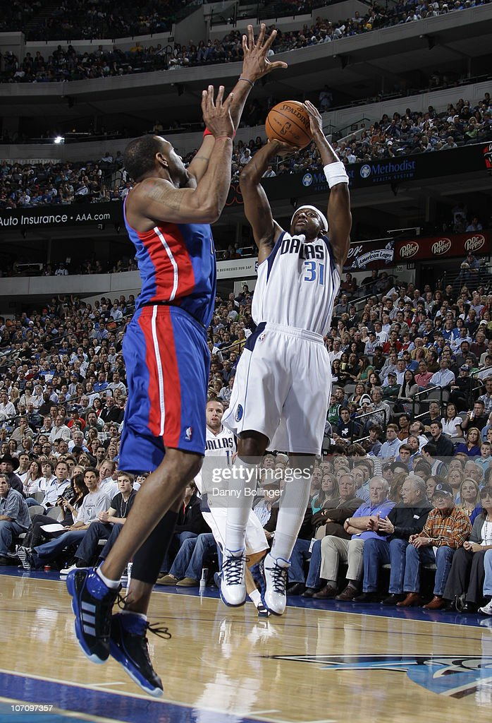 Jason Terry #31 of the Dallas Mavericks shoots a jumper against Tracy McGrady #1 of the Detroit Pistons during a game on November 23, 2010 at the American Airlines Center in Dallas, Texas.