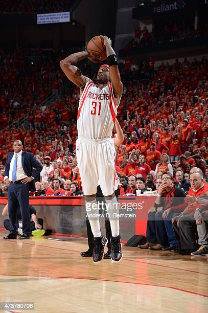 Jason Terry of the Houston Rockets shoots against the Los Angeles Clippers in Game Seven of the Western Conference Semifinals during the 2015 NBA...