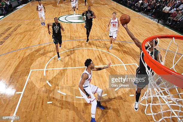 Jason Terry throws an alleyoop to Jabari Parker of the Milwaukee Bucks during the game against the New York Knicks on January 6 2017 at the BMO...