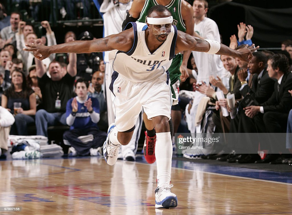 Jason 'the Jet' Terry #31 of the Dallas Mavericks was back on the runway with his newly fitted protective mask against the Chicago Bulls during a game at the American Airlines Center on March 17, 2010 in Dallas, Texas.