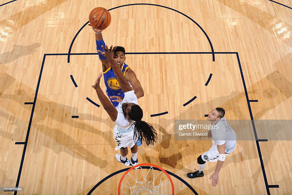 <a gi-track='captionPersonalityLinkClicked' href=/galleries/search?phrase=Jason+Thompson+-+Jogador+de+basquete&family=editorial&specificpeople=5570844 ng-click='$event.stopPropagation()'>Jason Thompson</a> #1 of the Golden State Warriors shoots the ball against the Denver Nuggets on January 13, 2016 at the Pepsi Center in Denver, Colorado.