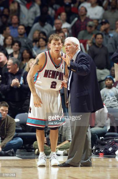 Jason Williams and head coach Hubie Brown of the Memphis Grizzlies talk during a break in the game against the Dallas Mavericks at The Pyramid on...