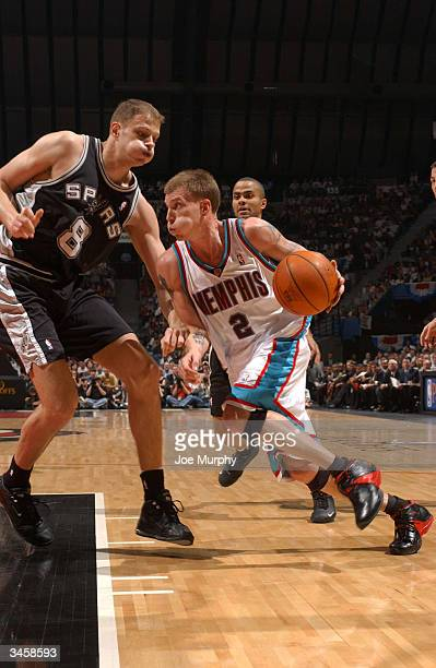 Jason Williams of the Memphis Grizzlies drives against Rasho Nesterovic of the San Antonio Spurs during Game three of the Western Conference...