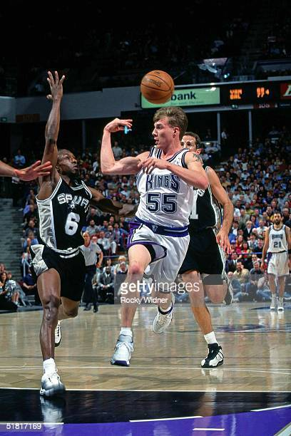 Jason Williams of the Sacramento Kings makes a pass against the San Antonio Spurs during the NBA game circa 1999 in Sacramento California NOTE TO...