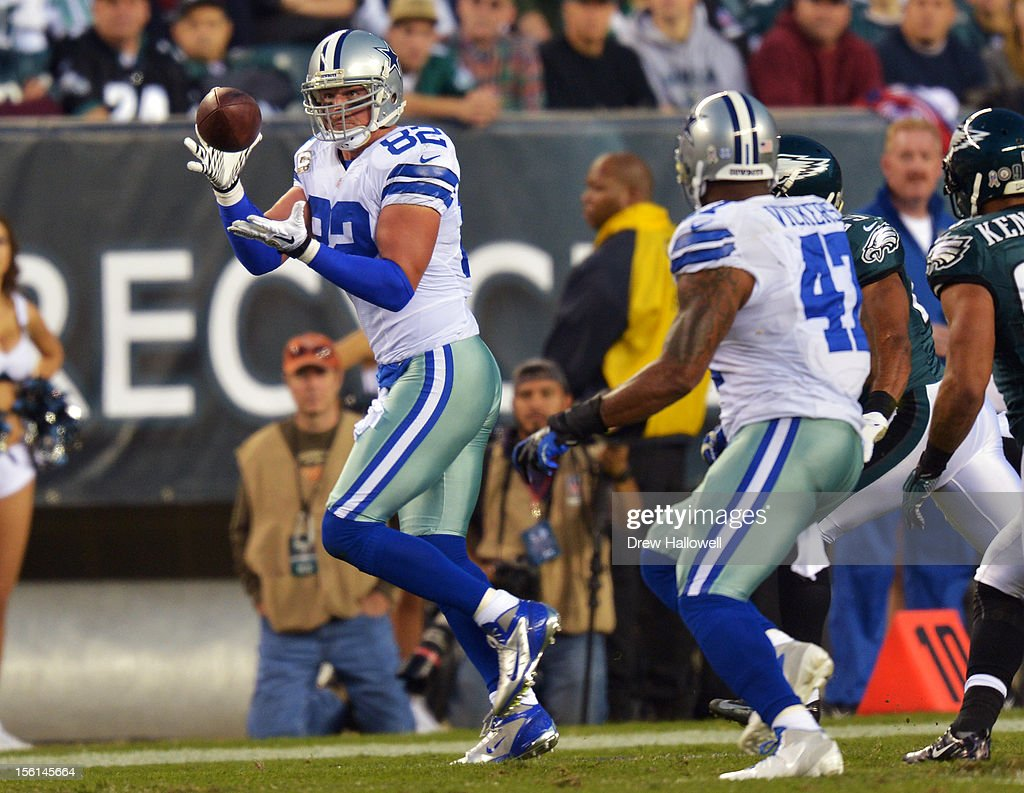 <a gi-track='captionPersonalityLinkClicked' href=/galleries/search?phrase=Jason+Witten&family=editorial&specificpeople=212871 ng-click='$event.stopPropagation()'>Jason Witten</a> #82 of the Dallas Cowboys catches a pass during the game against the Philadelphia Eagles at Lincoln Financial Field on November 11, 2012 in Philadelphia, Pennsylvania. The Cowboys won 38-23.