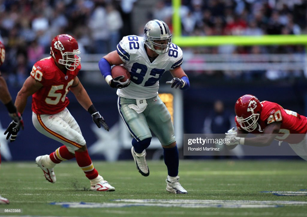 Jason Witten #82 of the Dallas Cowboys runs the ball during the game with the Kansas City Chiefs on December 11, 2005 at Texas Stadium in Irving, Texas. The Cowboys won 31-28.