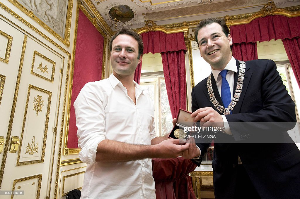 Jasper Schuringa (L), the Dutch passenger, who has emerged as a Christmas Day hero for his impulsive smackdown of a terror suspect who tried to blow up a US-bound airliner, receives a special medal from Amsterdam deputy mayor Lodewijk Asscher on May 21, 2010. According to the Amsterdam local authorities, Schuringa prevented 'with his heroism, a great disaster'. A Nigerian who reportedly claimed to have links with Al-Qaeda tried on December 25, 2010 to detonate an explosive device aboard the plane as it started its descent to Detroit on Friday before being overpowered by fellow passengers and crew. Abdul Farouk Abdulmutallab, 23, was arrested after the Airbus A330 operated by Northwest Airlines, and originating from Schiphol, landed. AFP PHOTO / ANP - EVERT ELZINGA netherlands out - belgium out