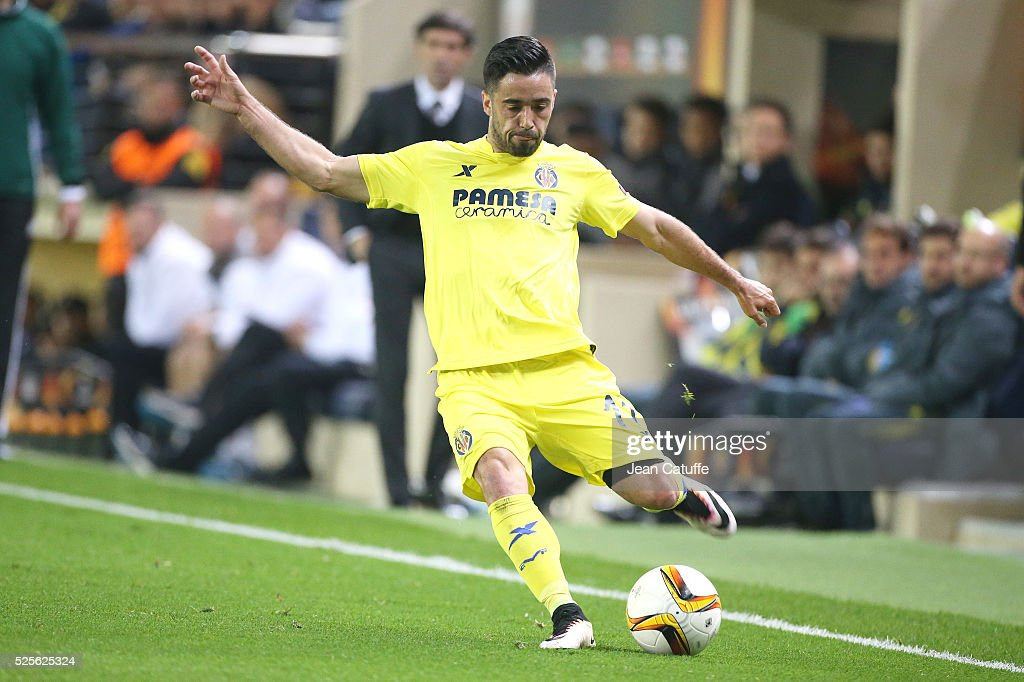 Jaume Costa of Villarreal in action during the UEFA Europa League semi final first leg match between Villarreal CF and Liverpool FC at Estadio El Madrigal stadium on April 28, 2016 in Villarreal, Spain.