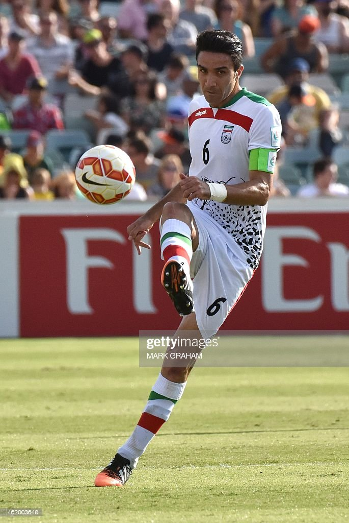 Javad Nekonam of Iran controls the ball during the Asian Cup quarter-final football match between Iraq and Iran in Canberra on January 23, 2015. AFP PHOTO / MARK GRAHAM --- IMAGE RESTRICTED TO EDITORIAL USE - STRICTLY NO COMMERICAL USE --