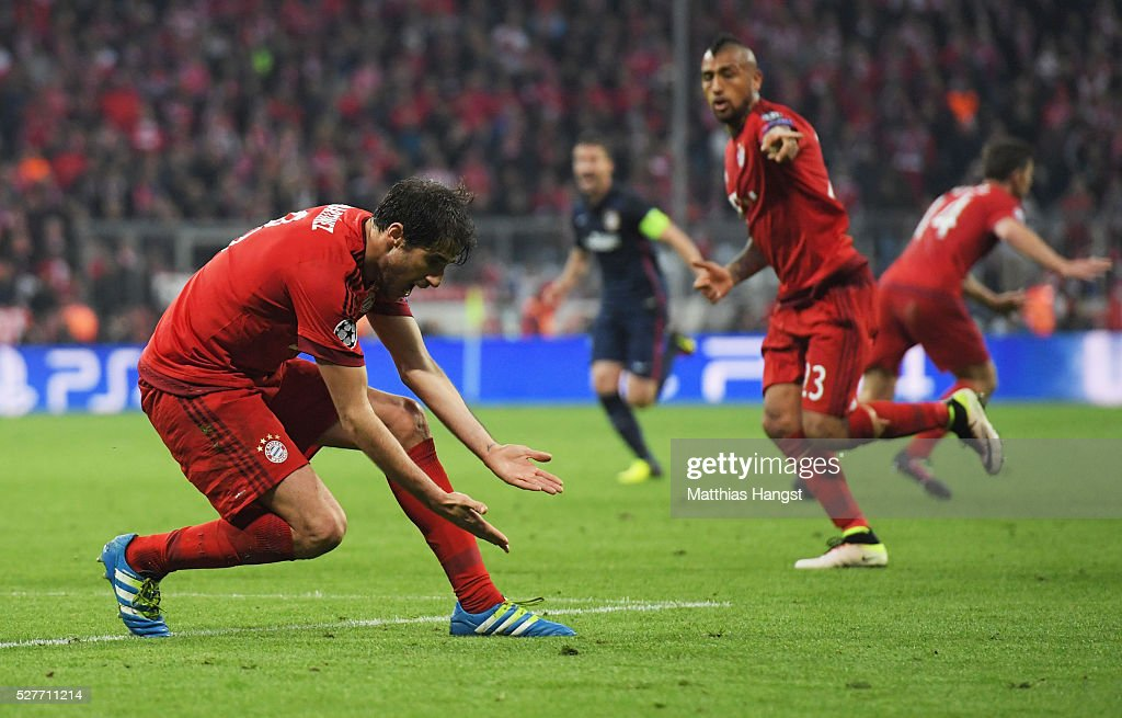 Javi Martinez (L) and Arturo Vidal of Bayern Munich react as Atletico Madrid are awarded a penalty kick during UEFA Champions League semi final second leg match between FC Bayern Muenchen and Club Atletico de Madrid at Allianz Arena on May 3, 2016 in Munich, Germany.