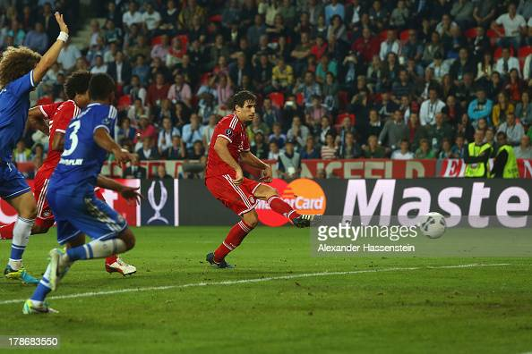 Javi Martinez of Bayern Muenchen scores the second team goal during the UEFA Super Cup between FC Bayern Muenchen and Chelsea FC at Stadion Eden on...